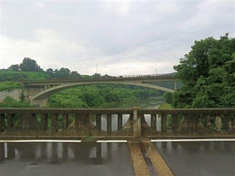 橋 の 欄干 の 飾り