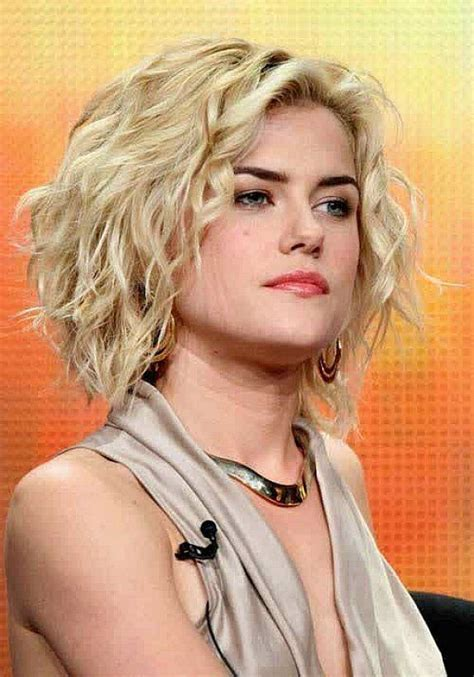 curly hairstyles medium pixie cut  curly blonde hair