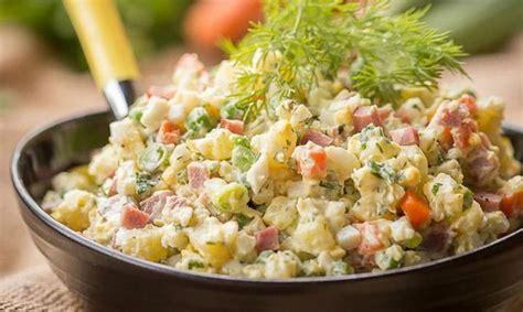 dzivei.eu - Rasols dabā. Salātiņus piknikam piedāvā pavārs ...