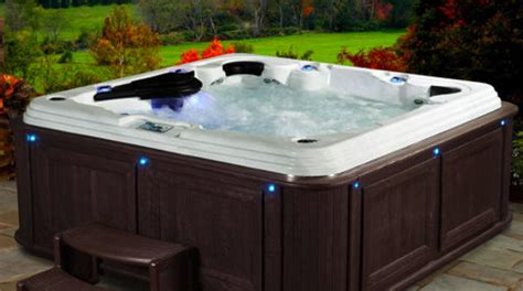 Hot Tub : Hot Tub Expert Explains Why You Shouldn't Buy One From A