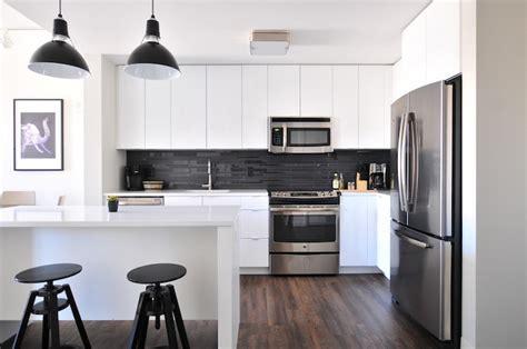 cuisine blanche et marron 1001 conseils et idées pour aménager une cuisine moderne blanche