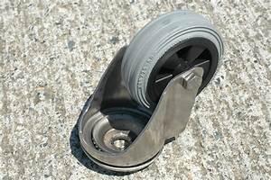 Roue Pivotante : roulette inox oeil pivotante roue diam tre 125 caoutchouc gris ~ Gottalentnigeria.com Avis de Voitures