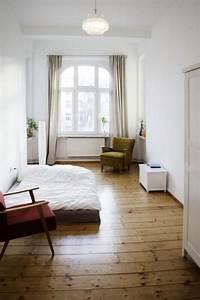 Umzugsauto Mieten Berlin : herbstliche t ne im schlafzimmer mit sch nem holzfu boden ~ Watch28wear.com Haus und Dekorationen
