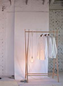 Portant Vetement Bois : portant en bois design tra ra par tomoko azumi ~ Teatrodelosmanantiales.com Idées de Décoration