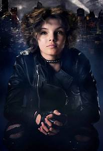 First Look at Camren Bicondova as Selina Kyle in Gotham ...