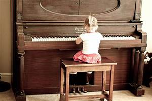 Little Girl Playing Piano | Buck Forester | Flickr