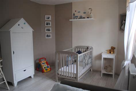 d馗o chambre d enfants déco chambre avec parquet gris