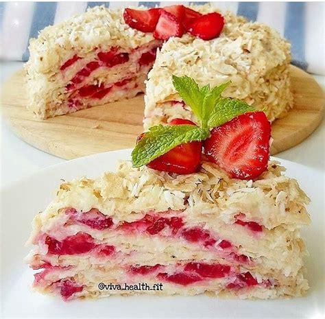 Ātri pagatavojama Napaleona kūka ar kokosriektu un zemeņu krēmu - INSTA receptes - tavs recepšu ...