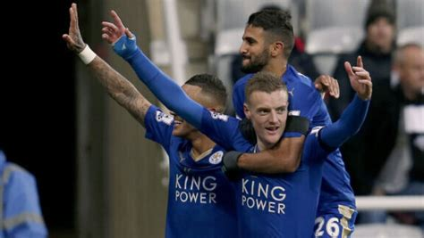 PICS: Jamie Vardy thanks Leicester fans ahead of Chelsea clash