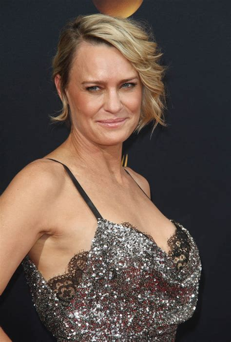 Robin Wright is Lainey's Worst Dressed at 2016 Emmy Awards