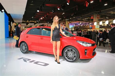 Girls Of The 2016 Paris Motor Show Autoevolution