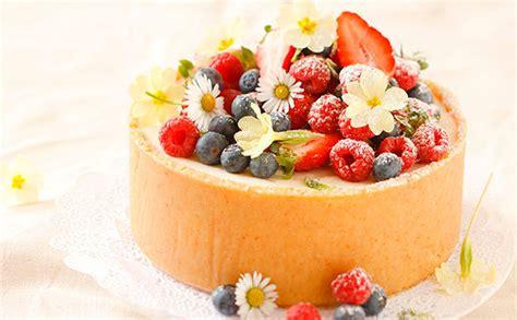 torten verzieren mit spritzbeutel profi tipps torten dekorieren gusto at