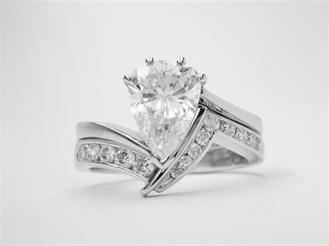 diamond zig zag fitting pear cross over