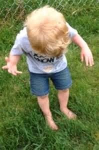 Little boy's dramatic reaction to stepping on dog poo with ...