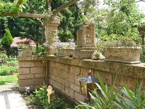 mattoni tufo per giardino prezzi blocchi di tufo materiali per il giardino