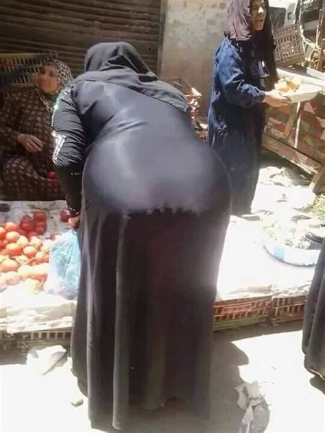 Niqab Woman Shows Her Sexy Body