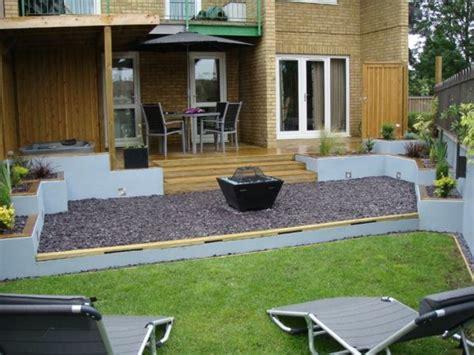 Gemütliches Haus Mit Einem Garten Terrasse Stühle Tisch