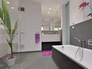 bad fliesen wei und grau moderne fliesen weiss grau verlockend on deko idee mit badezimmer schwarz weis 12 modernes