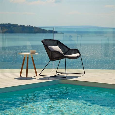 ultra modern pool lounge chairs  turn  backyard