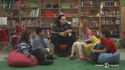 Hiddleston Tom Loki Kid Hemsworth Chris Pushes