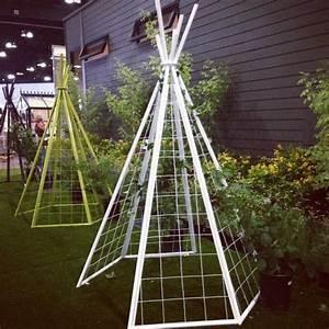 Say hello to the modern tipi trellis and tomato cage for Idee de cloture de jardin 12 consodeco secretgarden le blog jardin