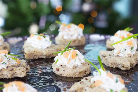 canape apero facile et rapide canapés de saumon fumé et fromage frais pour un apéritif