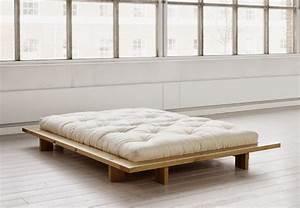 lit zen en bois a pans larges pour une ambiance japonaise With tapis oriental avec canapé lit japonais