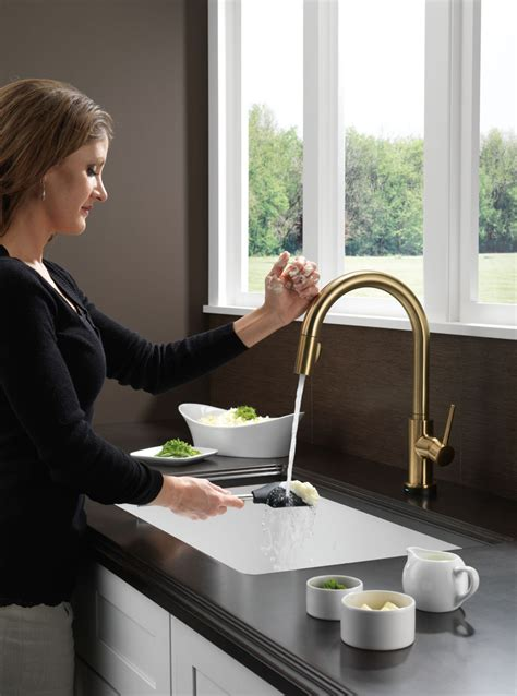 delta  cz dst trinsic single handle pull  kitchen faucet featuring toucho technology