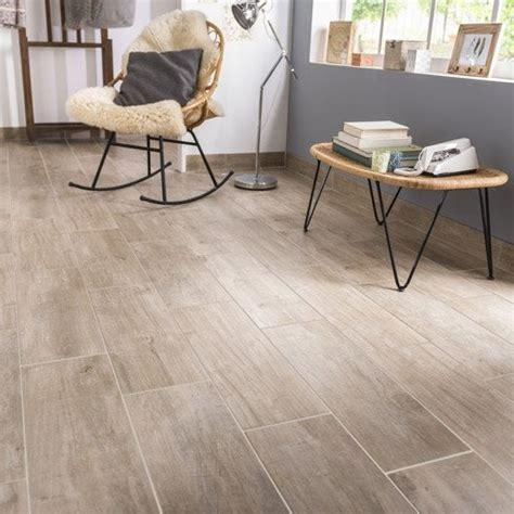 carrelage aspect bois carrelage sol et mur naturel effet bois oural l 20 x l 60 4 cm leroy merlin