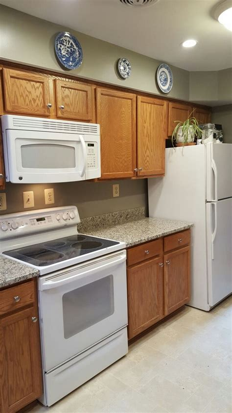 what color appliances with white cabinets 1000 ideas about painted oak cabinets on pinterest 912 | 9434aa417401599eaf3beea7b956272e