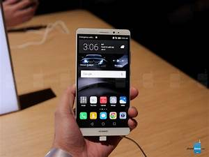 Huawei Mate 8 Hands