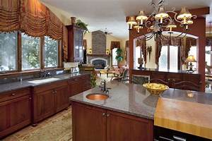 Traditional Window Treatment For Above The Kitchen Sink