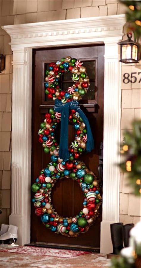 stunning christmas front door decor ideas digsdigs