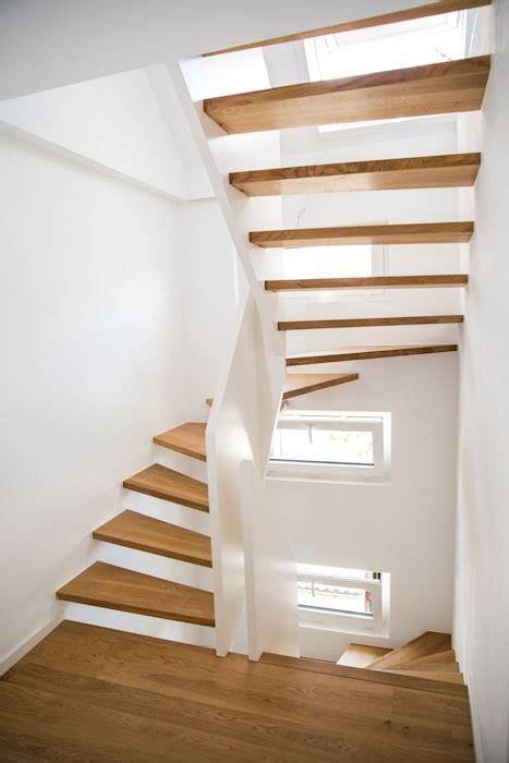 1 2 gewendelte treppe 1 2 gewendelte treppe mit br 252 stungshohen wangen flur