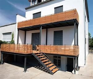 balkon holzgelander aussen kreative ideen fur With französischer balkon mit belardo sonnenschirm solar