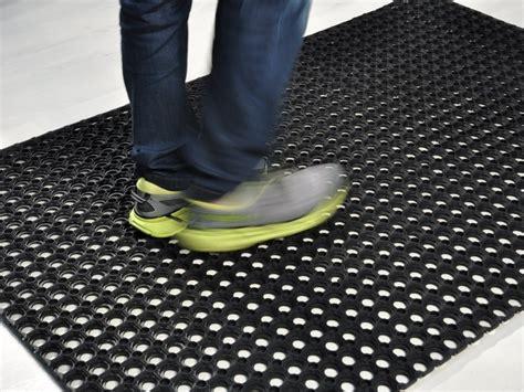 tappeti antitrauma per esterni gomma forata tappeto su misura