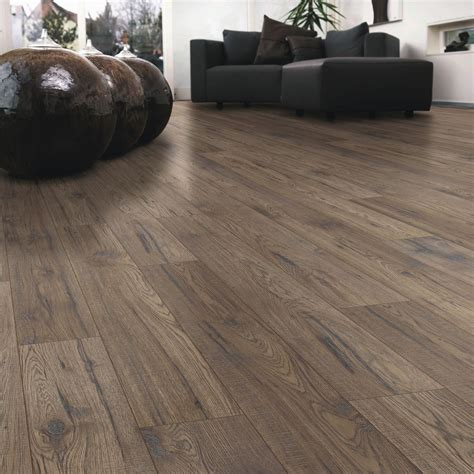 ostend ascot oak effect laminate flooring   pack departments diy  bq floors