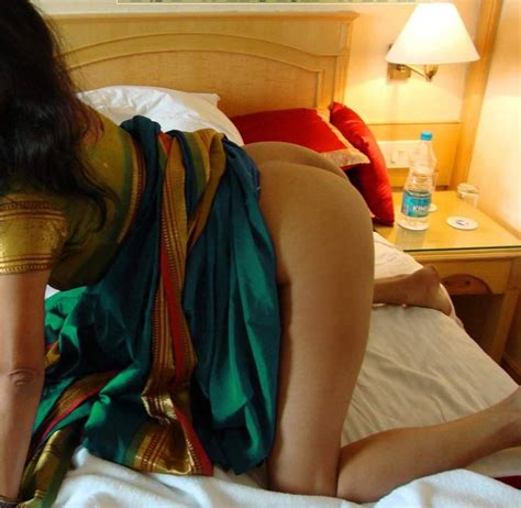 Tamil Mallu Aunties Back Pose In Low Cut Blouse Xxx Sex