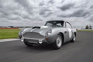 Aston Martin Db4 Gt : aston martin hosts track day for db4 gt continuation cars the drive ~ Medecine-chirurgie-esthetiques.com Avis de Voitures