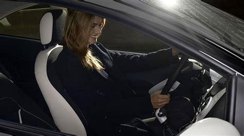 Donne In Minigonna Al Volante Donne Migliori Degli Uomini Al Volante L Automobile