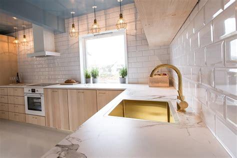 robinet cuisine noir comptoir de dekton granite au sommet