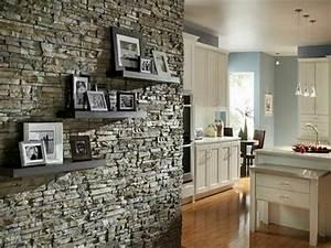 Fotos An Wand Kleben : regale mit fotos an der wand aus stein moderne ~ Lizthompson.info Haus und Dekorationen