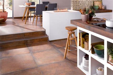 Fliesen Küche Modern by Hausbautipps24 Moderne Fliesen Verbinden K 252 Che Mit Dem