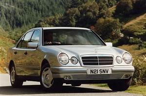 Mercedes-benz E-class Saloon Review  1995