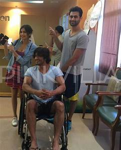 Say What! 'Commando' Vidyut is All Smiles Inspite of Being