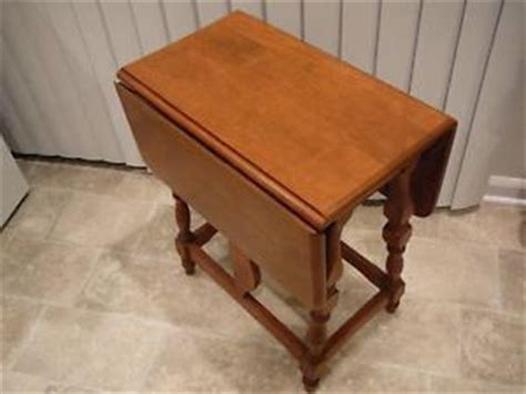 antique butterfly leaf table table vintage small maple drop leaf butterfly side or end 4080