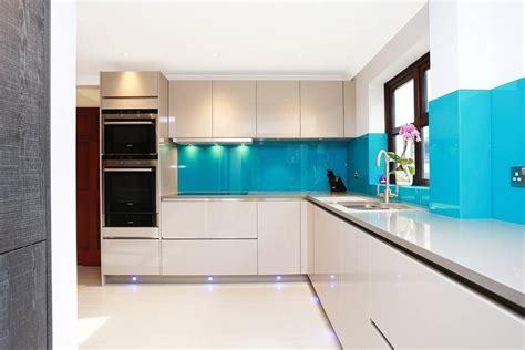Gloss and Wood Kitchen