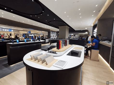 samsung opens revamped experience store  sm megamall