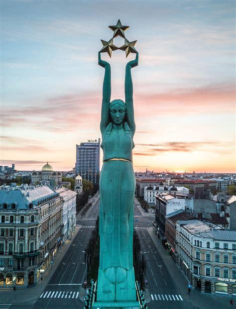The Monument of Freedom in Riga, Latvia : europe