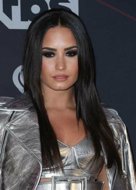 Top 32 Demi Lovatos Hairstyles And Haircut Ideas For You To Try